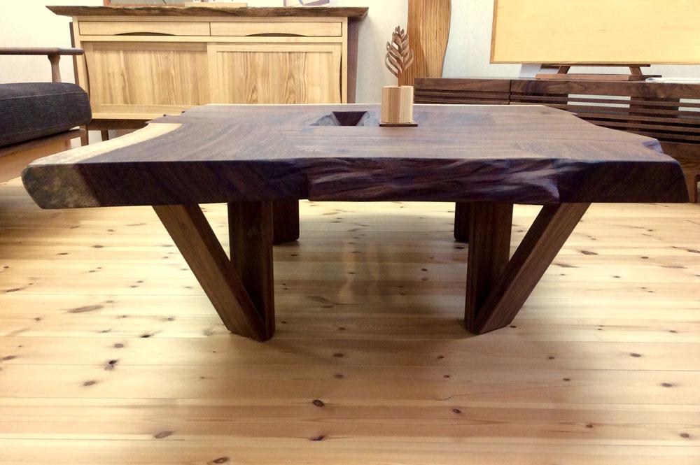 モンキーポッド-テーブル