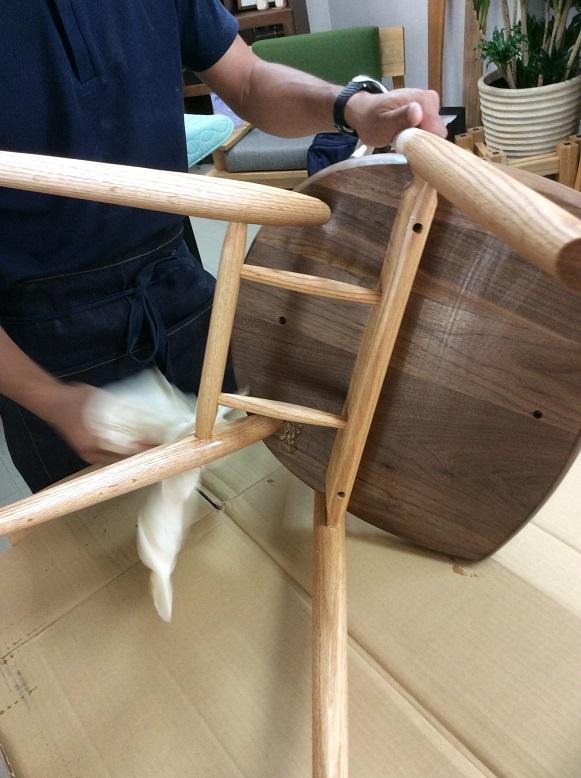 オイル仕上げの椅子