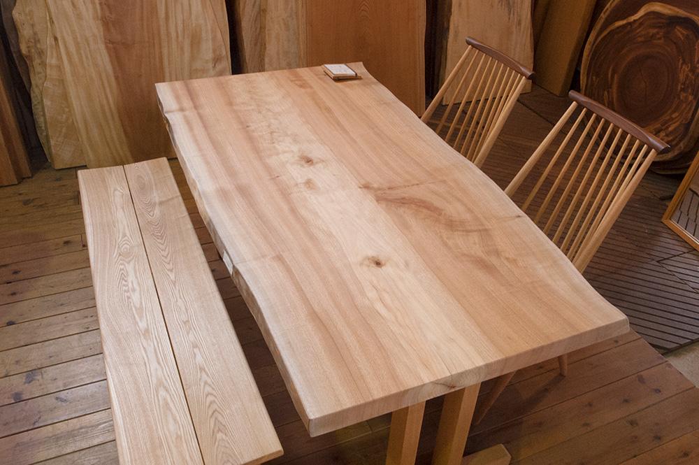 トチ一枚板テーブル