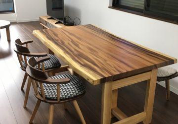 【納品情報】 モンキーポッド一枚板テーブルセットをお届け!