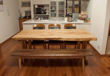 【納品情報】 トチ一枚板テーブルとベンチをお届け!